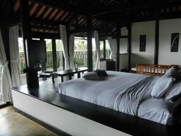Jacuzzi Villa Bedroom