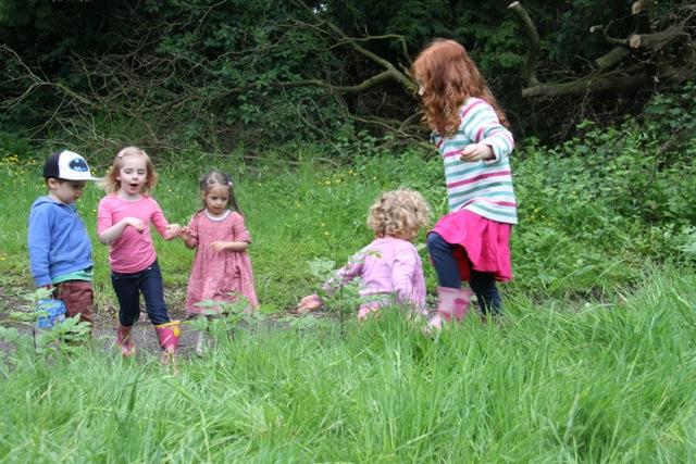 Oakerthorpe - kids playing in garden