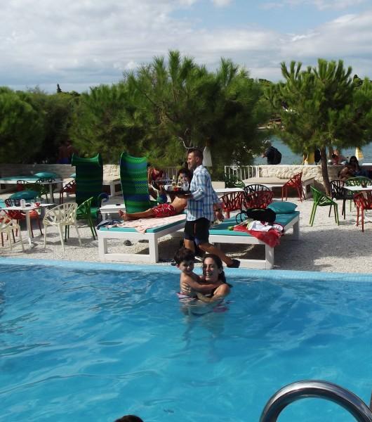 beach cafe brac - shrink