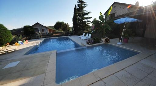 Family-pool-holidays