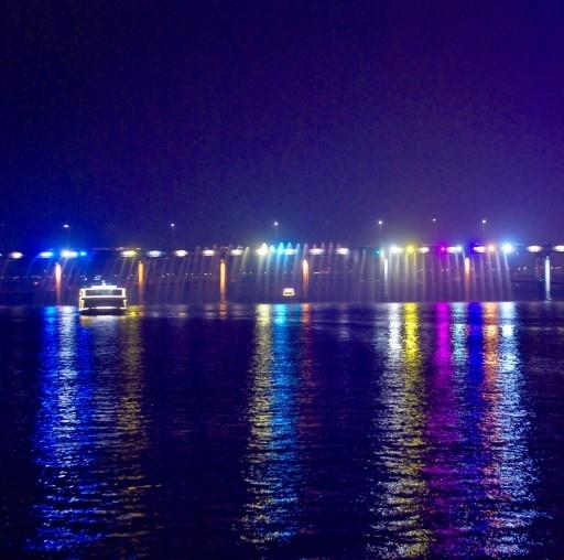 Night river cruise along the Han river