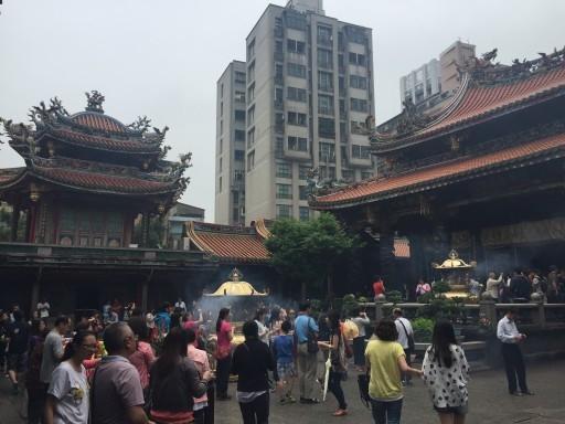 Longshan Temple Interior